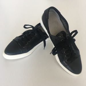 Vince Camuto Black Mesh & Leather Lace Up Sneaker